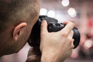 Professionel fotograf får det helt rigtige udtryk frem til dine billeder