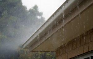 Få styr på regnen med de rigtige tagrender
